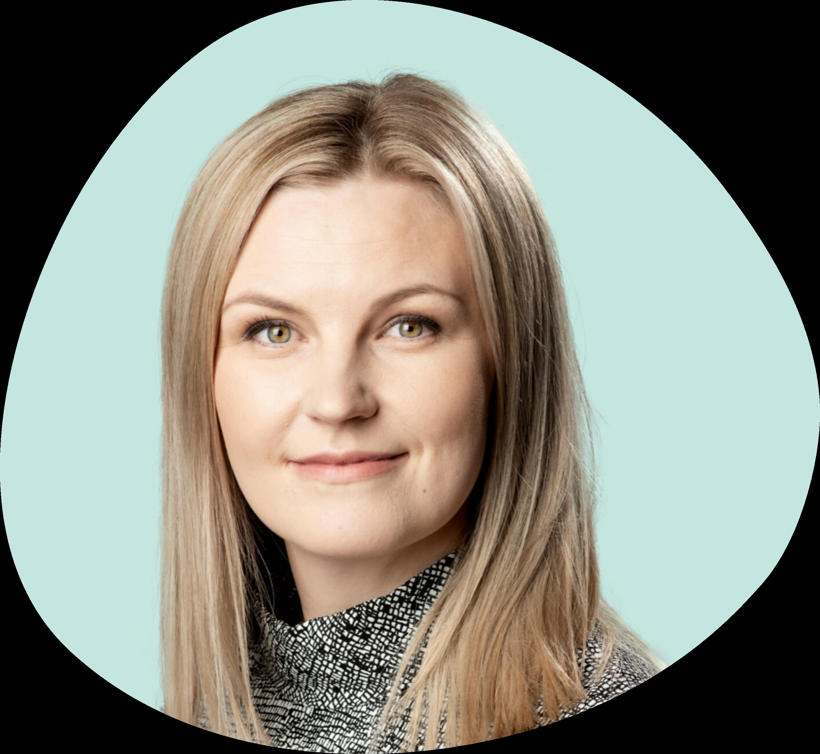 Sofia Forsberg on toinen yrityksen perustajista, jolla on vuosien niin kokemus liiketoimminnan, asiakaskokemuksen ja osaamisen kehittämisestä kuin myös erilaisista muutosvalmentajan tehtävistäkin.